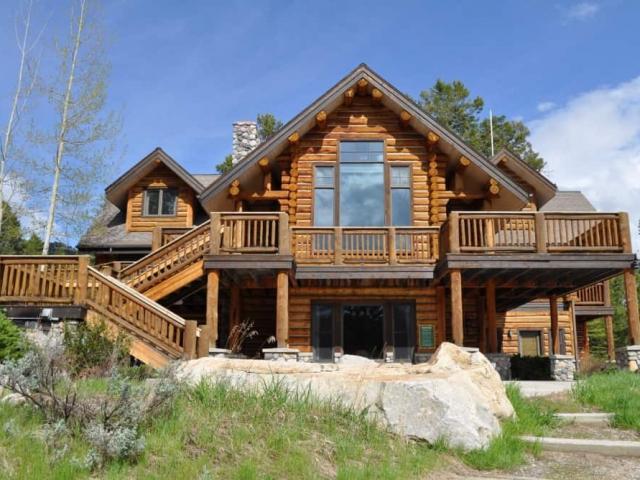 The Ridgetop Lodge in the summer.